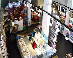Lắp đặt camera quan sát cho cửa hàng.