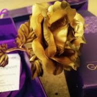 Các mẫu hoa dát vàng tặng bạn gái độc đáo.